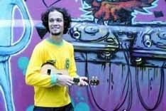 Curumin mistura sons brasileiros