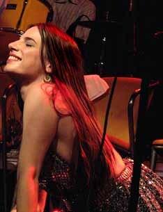 Nina Becker canta repertório de Rita Lee