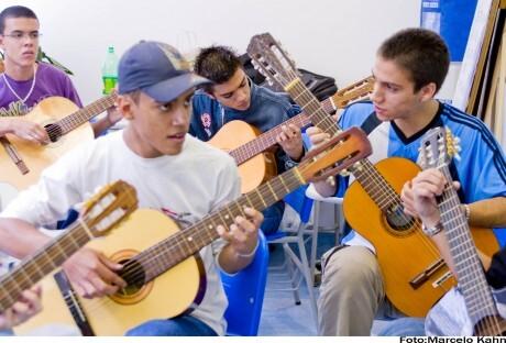 Jovens ensaiam para o grande dia