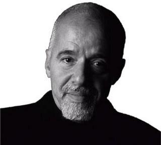Meu presente para vocês em meu aniversário, anunciou Paulo Coelho no twitter.