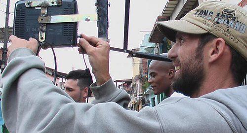 Produtor de videoclipes autodidata constrói seu próprio equipamento