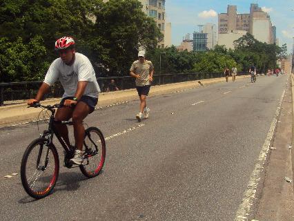 Minhocão é um bom lugar para caminhar ou andar de bike no fim de semana