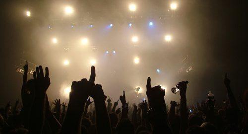 Escolha uma banda, traga-a para sua cidade e assista ao show de graça