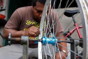 Bicicletas tiram comunidades da pobreza extrema
