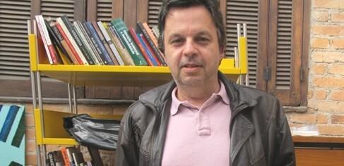 Morador da Vila Madalena embarca na ideia do Bibliotaxi