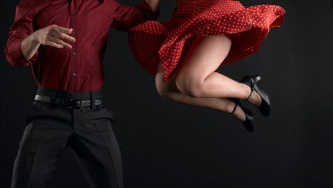 Escola seleciona bolsistas para dança de salão