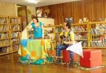 Cia Clara Rosa de contadores de história coordenam as atividades