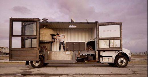 Caminhão se transforma em pizzaria
