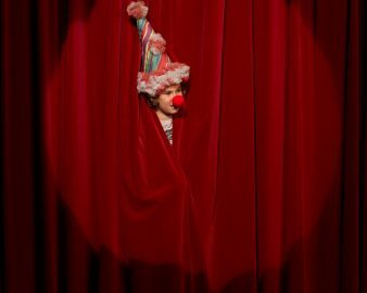 Curso aborda a comédia no teatro