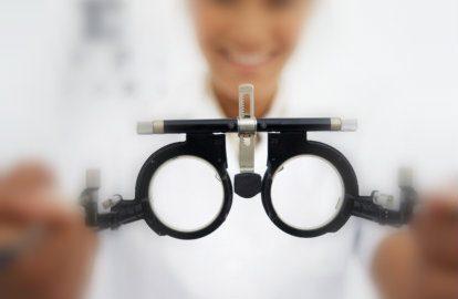 CEMA realiza exames de visão gratuitamente no Pateo do Colégio