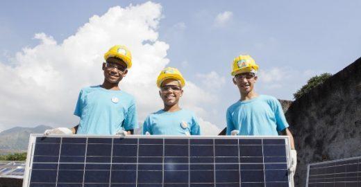 Greenpeace inaugura placas solares em Vila Isabel