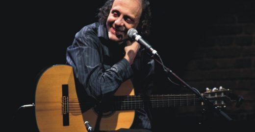 Eduardo Gudin faz show gratuito no CEU Navegantes