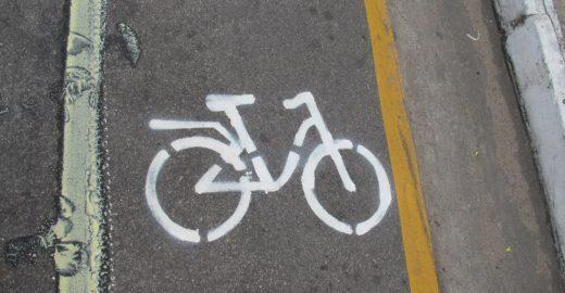 Protesto criativo de ciclistas rende novas ciclofaixas em Fortaleza