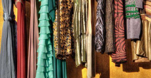 Lá de Casa Brechó promove terceira edição com roupas, livros e esmaltes