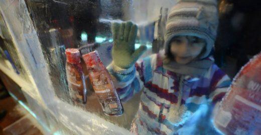 Romênia inaugura primeiro supermercado feito de gelo do mundo