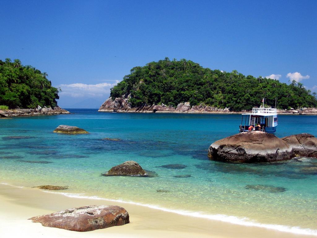 Ilha das Couves tem praias quase desertas (durante a semana), que são frequentadas por mergulhadores que exploram seus costões