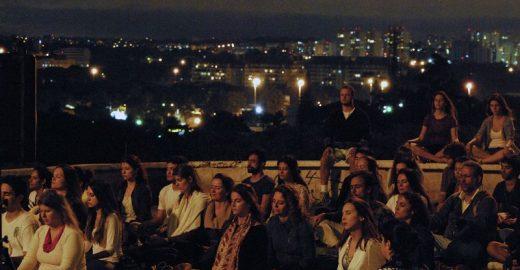 Meditação da Lua reúne praticantes na Praça Pôr do Sol, Ibirapuera e Santana