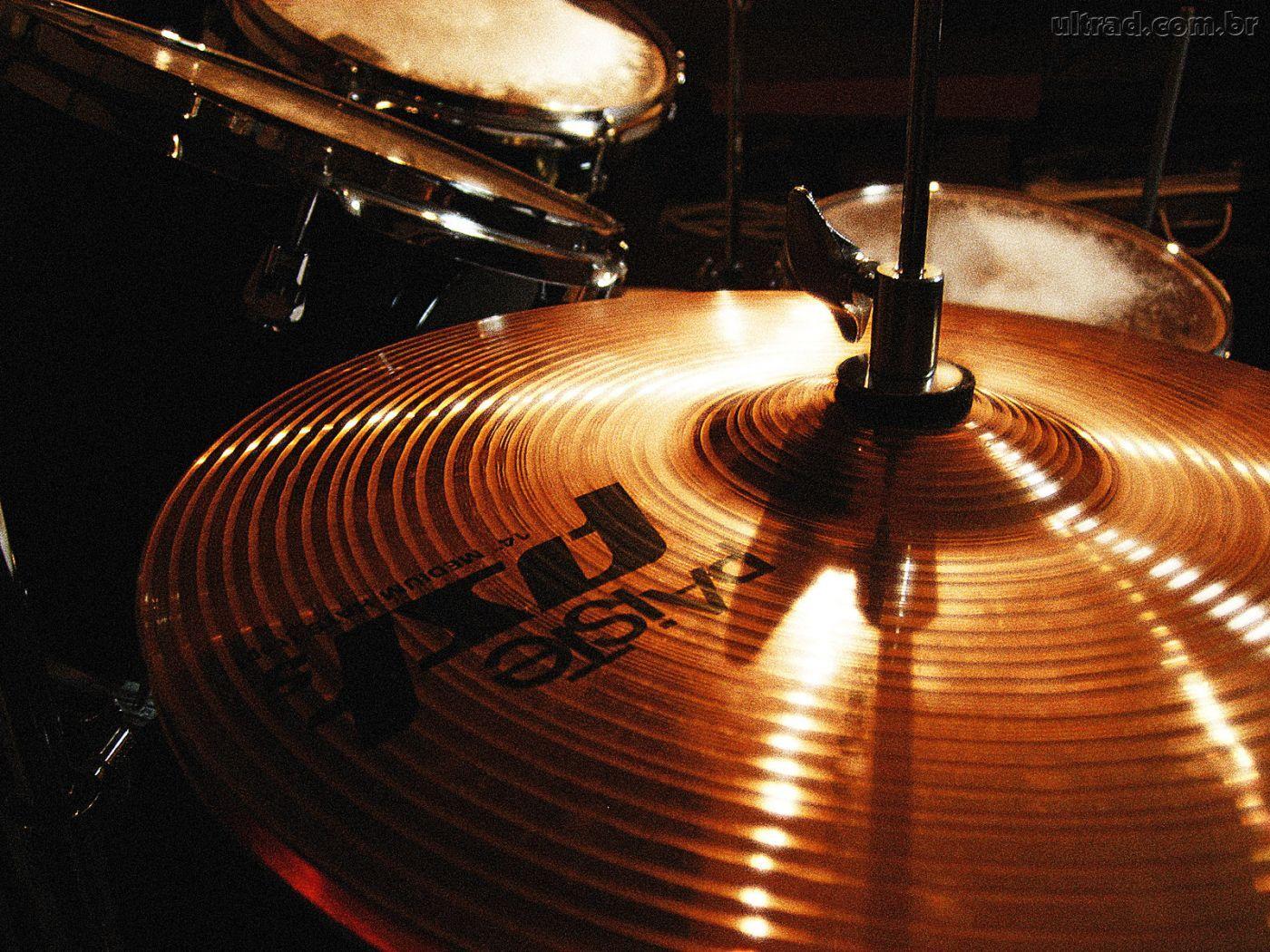 Videoaulas ensinam a tocar bateria de blues