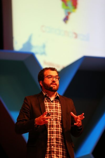 Caio Dib durante apresentação no TEDxUnisinos, um dos principais eventos de Educação do país