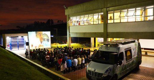 Cinema movido a luz solar chega em Heliópolis