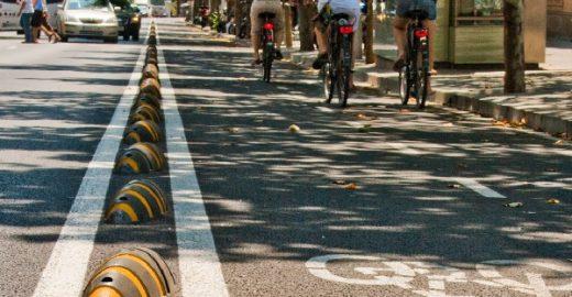 """""""Tatu"""" sustentável divide rua entre bikes e carros"""