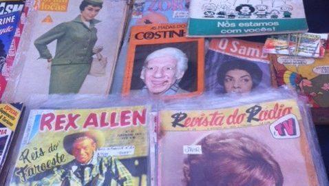 Há 38 anos, professora vende revistas e gibis antigos na Feira do Bixiga