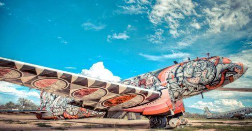 Projeto usa arte para dar vida a carcaças de aviões