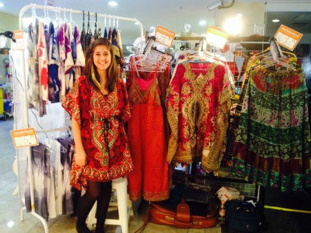 estudante se mant m vendendo roupas indianas