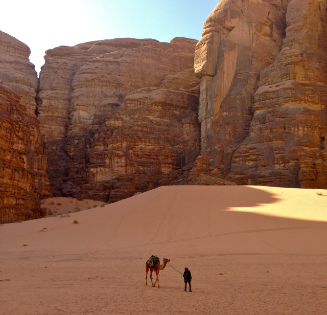 Wadi Rum e suas formações rochosas cinematográficas