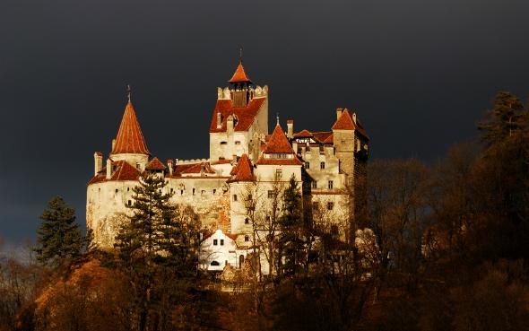 Resultado de imagem para castelo do conde drácula na romênia