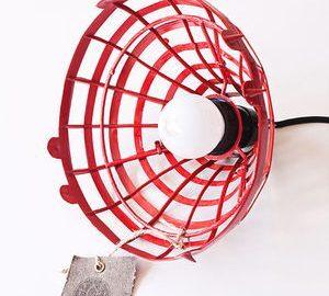 Luminária em formato de teia e caneca lousa são produtos criativos do Estúdio Royal