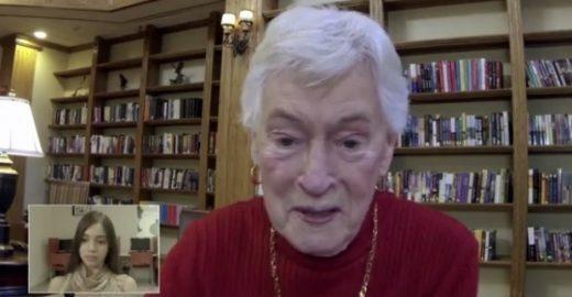 Brasileiros aprendem inglês com idosos aposentados dos EUA