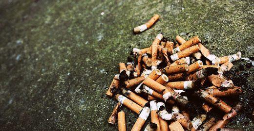 Jogar bituca de cigarro no chão pode render multa de R$ 100