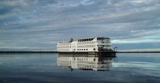 Escritores navegam em cruzeiro literário na Amazônia