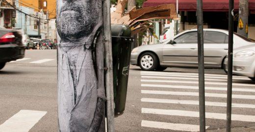 Intervenção artística reproduz catadores em postes para chamar a atenção para nosso lixo