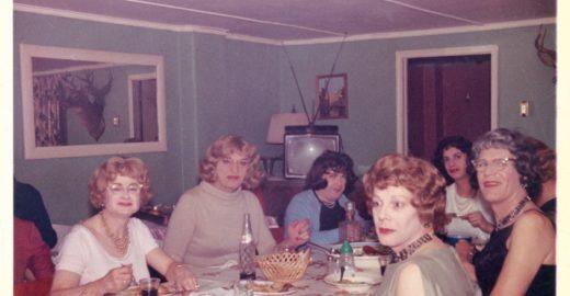 Nos anos 50, homens frequentavam casa secreta para agir e vestir como mulheres