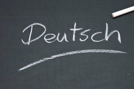 """Palavra """"Deutsch"""" escrita em giz no quadro negro"""