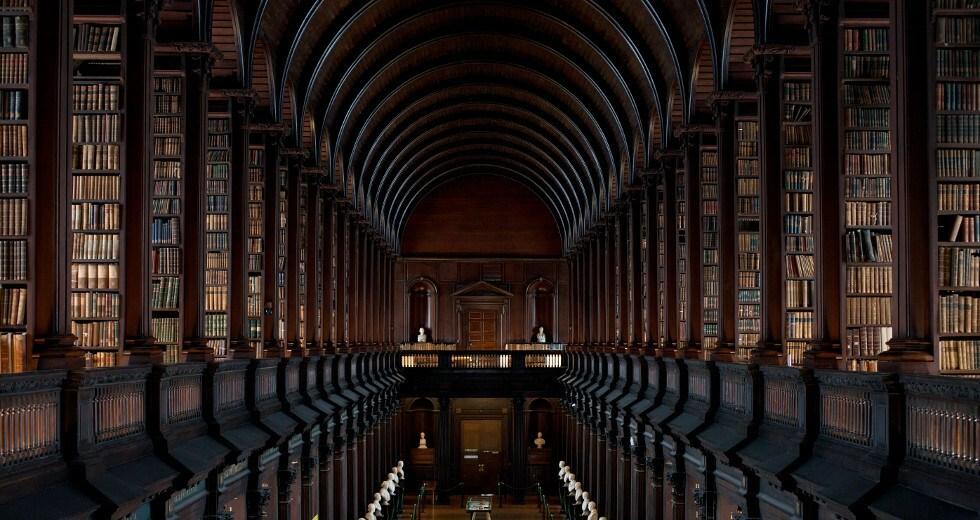Conheça o interior de uma das maiores bibliotecas do mundo