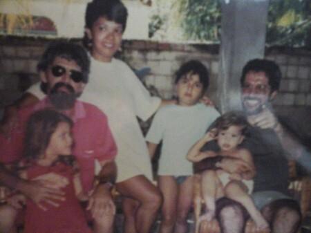 Luciana, suas irmãs, e pais em um dos encontros com Plínio Seixas