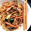 Japchae (por Tiffany - Pinterest)