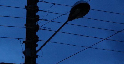 Por mais luz e segurança nas ruas, 'lanternaço' denuncia descaso do poder público em Heliópolis