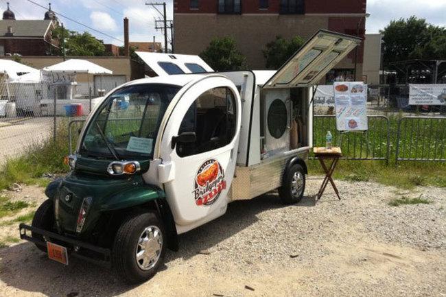 Famoso por seu compromisso sustentável, o Bridgeport Pastry é um caminhão de comida verde totalmente elétrico que oferece pastéis fresquinhos ou tortas salgadas