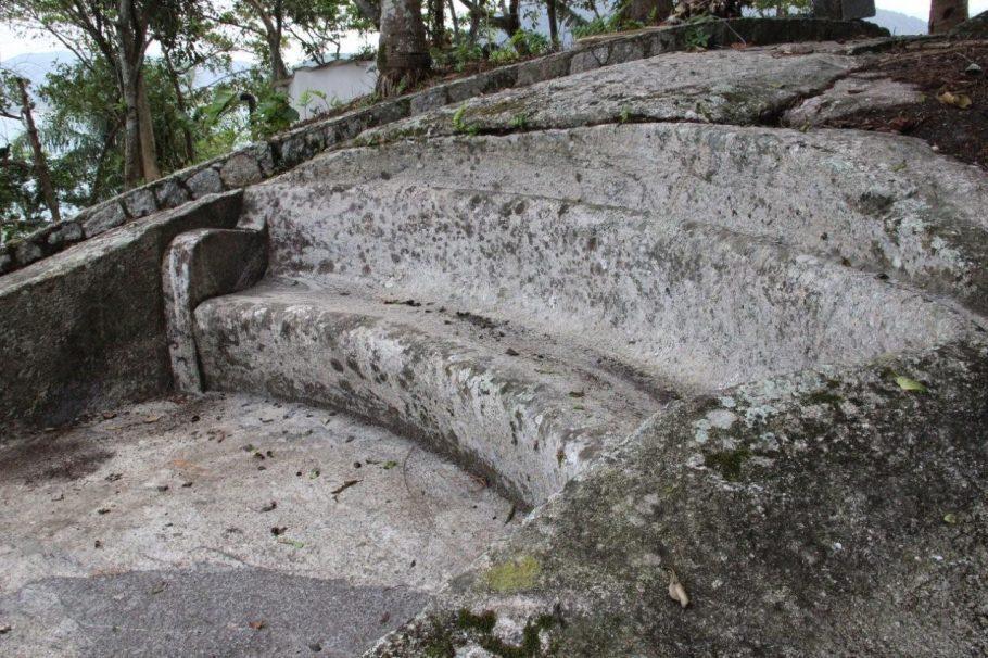 Banco da Filosofia foi totalmente esculpido em pedra - Foto: Ana Paula Oliva