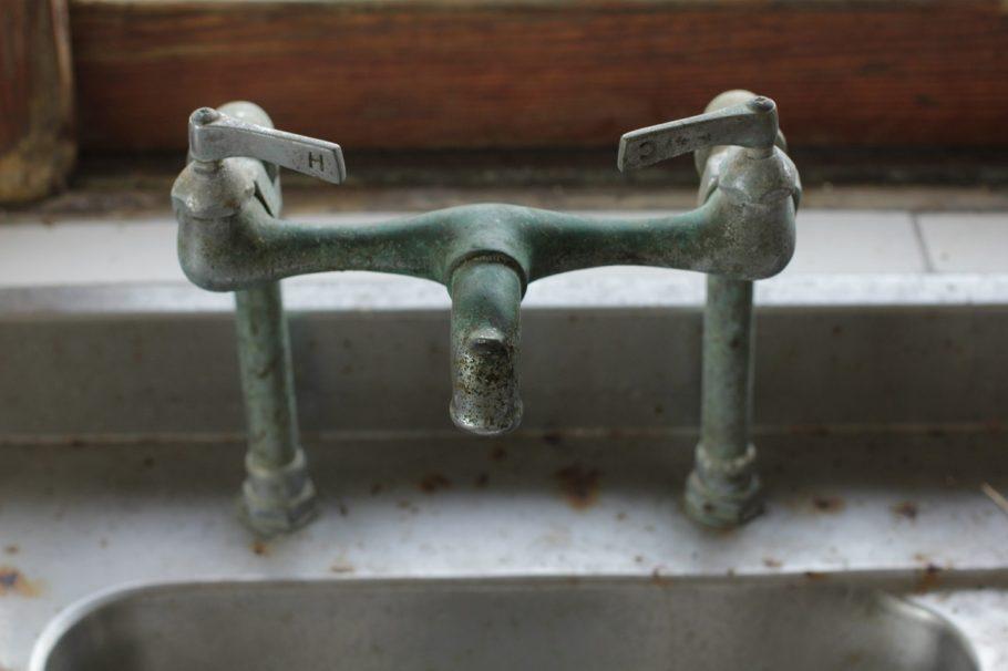 Torneira da casa tem sistema de aquecimento de água  - Foto: Victor Sousa