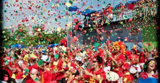 Bangalafumenga e Samba do Leblon fazem Carnaval fora de época no Samba Luzia