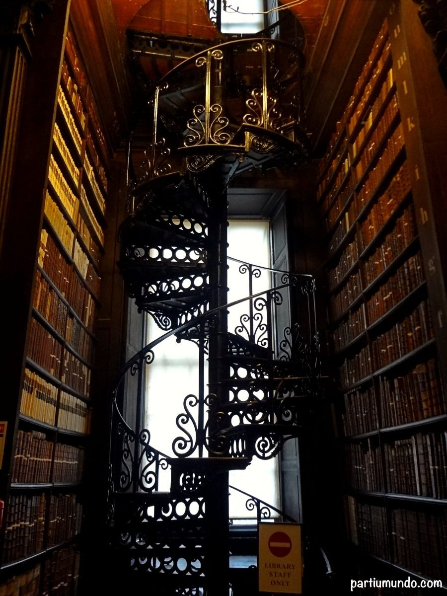 long_room_-_trinity_college_10