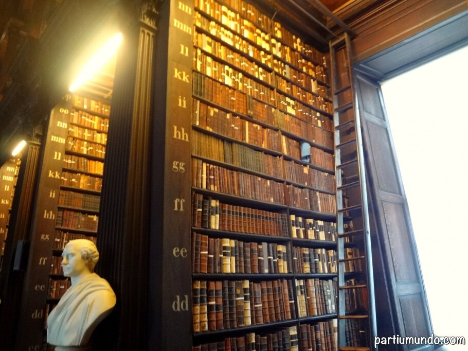 long_room_-_trinity_college_11