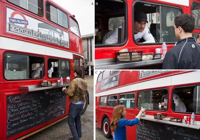 Inspirado nos tradicionais ônibus britânicos de dois andares,  o 'Two Blokes' oferece um cardápio influenciado pela comida de diversos países....