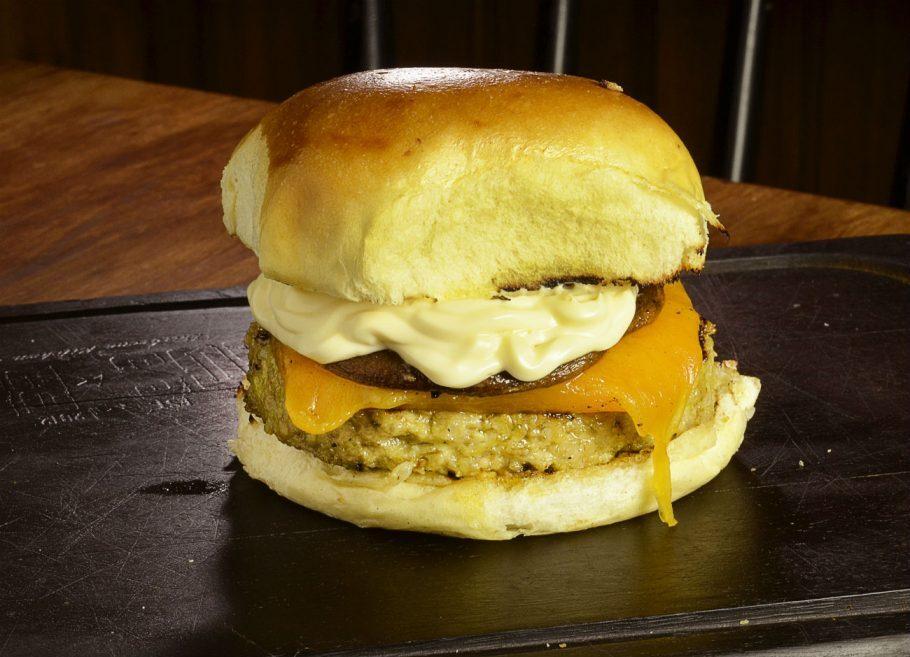 BOS BBQ - Veggie Burger com creme de queijo, e shitake marinado em vinho e ervas