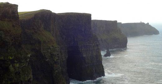 Os espetaculares paredões de pedra na costa oeste da Irlanda
